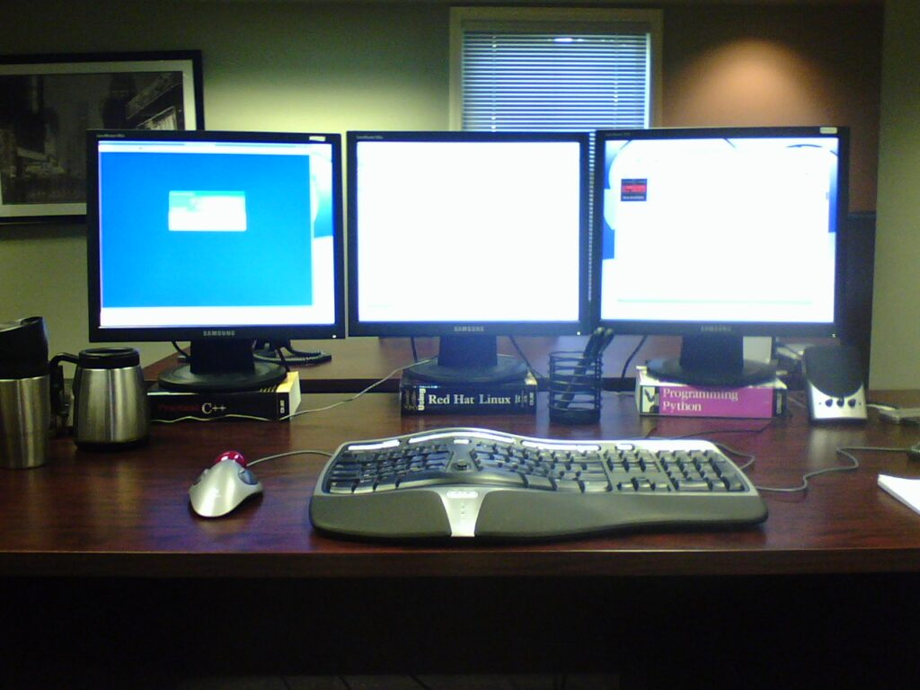 The Most Common Multi-Monitor Mounts You Can Get For Your Desk
